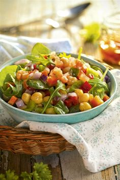 ensalada de garbanzos. Ensalada de garbanzos Diet Recipes, Vegetarian Recipes, Cooking Recipes, Healthy Recipes, Cilantro Lime Quinoa, No Cook Meals, Food And Drink, Appetizers, Yummy Food