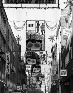 December Christmas decorations, 14 Marvellous Photos Of Carnaby Street In The Vintage London, Old London, London City, Swinging London, Radios, Ancient Greek Architecture, Gothic Architecture, Carnaby Street, Beautiful Buildings
