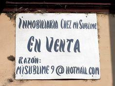 Cacería Tipográfica N° 116: Letrero para venta de inmueble hecho a pincel. Cocachacra, un pueblo de Arequipa.