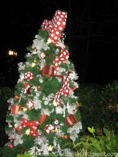 beauty and the beast christmas tree - Yahoo Image Search Results Disney World Christmas, Minnie Mouse Christmas, Christmas 2014, Christmas Trees, Mickey And Minnie Love, Christmas Decorations, Holiday Decorating, Beauty And The Beast, Animal Kingdom