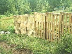 Building a fence from recycled wooden pallets