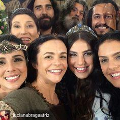 @Regrann from @lucianabragaatriz -  Hoje teve festa! Todas as tribos reunidas.❤️Muita gente querida, bonita e talentosa. #aterraprometida #rederecord #atp #Regrann @aterraprometida_oficial_