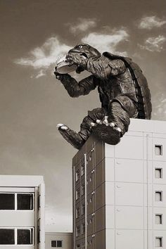 Gamera waiting for Godzilla for lunch. Creepy, Scary, Japanese Monster, Movies And Series, Classic Monsters, Arte Horror, Creature Feature, Shows, Horror Films