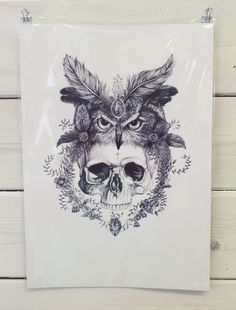 Passionate Illustrator and pencil lover Lucy, Likes to draw faces and all things pretty. Lucy is currently based in Liverpool. This print is availble in A3 and A4