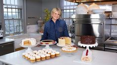 Watch Martha Bakes on PBS Food for essential baking techniques and classic recipes from Martha Stewart including yellow cake, meringue, and pâte brisée. Meringue Recipe Martha Stewart, Martha Stewart Recipes Cookies, Xmas Desserts, Tolle Desserts, Great Desserts, Martha Stewart Kitchen, Martha Stewart Cooking School, Kitchen Recipes, Baking Recipes