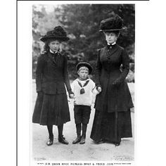 . The photo down below from left to right is Princess Mary, Prince John and Queen Mary. Queen Victoria Family, Princess Victoria, Princess Mary, Prince And Princess, Queen Mary, Queen Elizabeth Ii, Eduardo Viii, Adele, English Royal Family