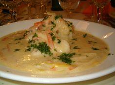 WATERZOI DE POISSONS à la gantoise - Plat originaire de Gand en Belgique à base de poulet ou de poisson. Ce nom signifie « eau qui bout » en flamand. C'est un plat unique de poulet ou de poisson (voire de Quorn pour les végétariens), accompagné de légumes, servi dans une soupière et des assiettes à soupe, dont le bouillon ou le fumet est lié à la crème ou au beurre.