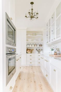 We're revealing our Pantry design and how we've organized everything! We found inspiration in so many things and are so happy with how it's all come together! Prep Kitchen, Kitchen Dining, Kitchen With Pantry, Cream Kitchen Cabinets, Kitchen Oven, White Pantry, Pantry Design, Butler Pantry, Cuisines Design