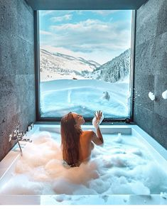 Top 5 Inexpensive Family Room ideas (Read more.) Definitely Spa goals at the Zhero Hotel Ischgl in Kappl Austria Grey Wall Decor, Black Decor, Design Hotel, Jacuzzi, Unique Hotels, Travel Workout, Vanity Decor, Destinations, Elle Decor