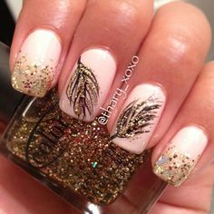 Cute golden feathers nails...