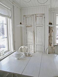 Shabby Chic Swedish Summerhouse....•°¤*(¯`★´¯)*¤° Shabby Chic.•°¤*(¯`★´¯)*¤°