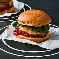 Chicken Parm Burgers- Made with Italian seasonings, marinara sauce, and provolone cheese and stuffed with zucchini, this healthy burger offers comfort food flavors without the guilt -- or time in the kitchen! Healthy Burger Recipes, Healthy Chicken Recipes, Quick Recipes, Cooking Recipes, Yummy Recipes, Vegetarian Recipes, Dinner Recipes, Cooking Ideas, Chicken Parm Burger