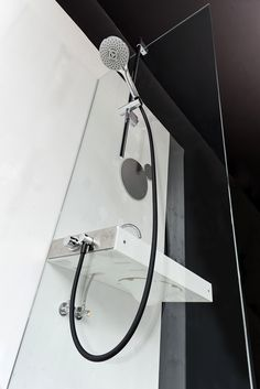 Host with the standard shower. Sliding rail 215 Ø 22 mm with adjustable rail side brackets and central slider,
