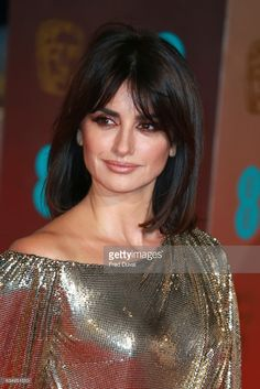 Penelope Cruz attends the EE British Academy Film Awards (BAFTA) at Royal Albert Hall on February 2017 in London, England. Hair Day, New Hair, Red Hair Girl Anime, Penelope Cruz Makeup, Penelope Cruze, Pelo Bob, British Academy Film Awards, Royal Albert Hall, Amber Rose