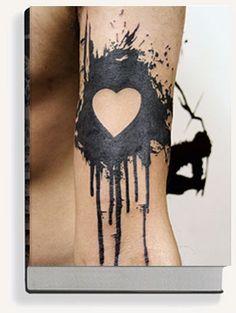 Black heart tattoo - cake design, use edible colour spray, multiple colours on side of cake