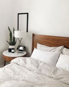 15 Modern Bedroom Interior Design Ideas That Make You Look Twice Bedroom Apartment, Home Bedroom, Budget Bedroom, West Elm Bedroom, Bedroom Inspo, West Elm Headboard, West Elm Bedding, White Wall Bedroom, Apartment Hacks
