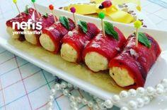 Kırmızı Biber Sarması Tarifi Hotel Food, Savory Pastry, Appetizer Salads, Appetizers, Turkish Recipes, Ethnic Recipes, Stuffed Peppers, Yummy Food, Good Food