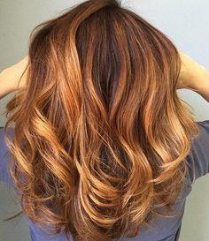 Karamell-Haar-highlights der nächsten option zum aktualisieren von Ihrer vorhandenen Haarfarbe. Buchstäblich alle Haare Farben sind kompatibel mit Karamell-highlights. Sie schaffen eine gewinnen-look, wenn gepaart mit blonden Haaren Farbe, obwohl wir sagen können, dass es über andere Haar-Schattierungen als auch. Versuchen Karamell-highlights, ohne Pflege Ihres bereits bestehenden Haarfarbe. Wenn Sie nicht eine Idee haben, wie Sie …