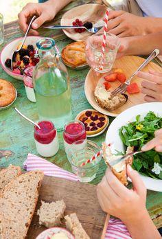 Te enseñamos a aplicar las normas básicas del protocolo en la mesa para que tus comidas sean un éxito y te conviertas en el perfecto anfitrión.