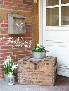 Freudentanz: Frühling vorm Haus