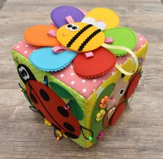 Lots of disappointment in place of Lust - is learning how to sew so difficult?I first tried to instruct mysel Cube Photo, Baby Cubes, Sensory Blocks, Dinosaur Party Favors, Diy Quiet Books, Activity Cube, Montessori Toys, Pattern Blocks, Baby Patterns