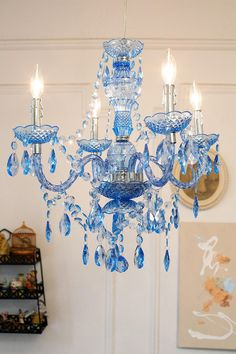 The Duchess Chandelier. #royal #urbanoutfitters
