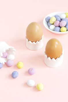 Whip up these easy DIY clay crown egg cups to give to friends for Easter!