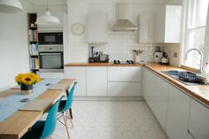 Anna's kitchen is so dreamy. I think a white, minimal kitchen would look lovely with concrete floors and counters. Diy Kitchen Decor, Kitchen Dining, Home Design, Design Ideas, Minimal Kitchen, All White Kitchen, Minimalist Home Decor, Kitchen Trends, Home Interior
