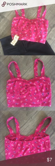 Pink floral crop top size small, NWOT Never worn, cute mudd crop top, perfect for summer Mudd Tops Crop Tops
