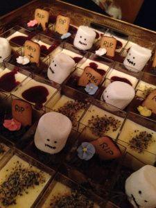 Happy Halloween, Halloween Party, Macarons, Vampire, Diy Food, Snacks, Tea Lights, Post, Candles