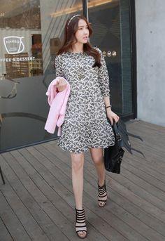 Today's Hot Pick :❉双色可选❉气质小碎花褶皱连衣裙 http://fashionstylep.com/SFSELFAA0012558/irisccccn/out 气质小裙,抓住你的爱美之心! 素色小碎花设计,呈现出婉约淡雅的淑女气质哦~ 褶皱的裙摆,营造出灵动的飘逸~ 轻薄的面料,触感自然,有质感哦~ 休闲淡雅,婉约大气,它值得拥有! - 小碎花 - - 褶皱裙摆 - - 淡雅 -