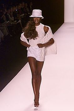 Michael Kors Collection Spring 2000 Ready-to-Wear Fashion Show - Naomi Campbell, Michael Kors Michael Kors Collection, Naomi Campbell, Fashion Show Collection, Skirt Pants, Beach Babe, Ready To Wear, Vintage Fashion, Vogue, Spring