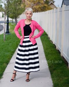 Stripes, pink, heels...(and envy-worthy hair, of course). • That's a recipe for perfection, darlings.