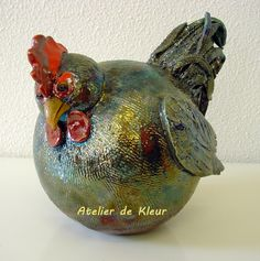 Raku pottery is not for the faint hearted or those who prefer a quick and easy method of crafting pottery. Rookwood Pottery, Raku Pottery, Pottery Sculpture, Pottery Art, Clay Birds, Native American Pottery, Chicken Art, Wedding Vases, Galo