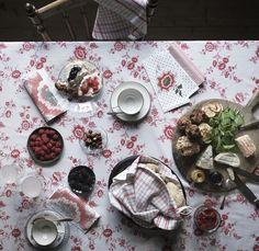 INBJUDANDE tafellaken   #IKEA #IKEAnl #bloem #bloemen #patroon