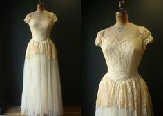 VTG 40s 50s Wedding Dress Gown / Peplum Sweetheart Ivory Lace Tulle