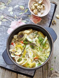Juice Recipes 364299057339415143 - Pot-au-feu de la mer en cocotte Source by regalmagazine Seafood Soup Recipes, Fish Recipes, Gourmet Recipes, Lasagne Roll Ups, Healthy Soup, Healthy Snacks, Healthy Recipes, Lemonade Diet, Jars