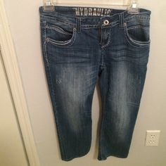 Hydraulic Capris size 7/8 super cute Hydraulic Jeans Ankle & Cropped