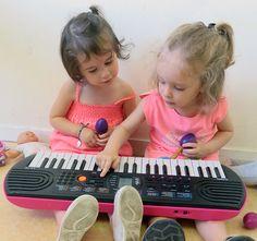 Deux petites pianistes