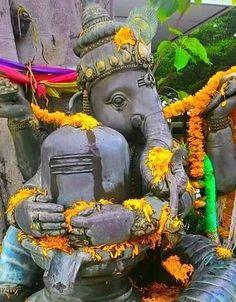 Shiva embraced by vinayagar Shiva Art, Ganesha Art, Shiva Shakti, Lord Ganesha, Hindu Art, Om Gam Ganapataye Namaha, Sri Ganesh, Ganesh Wallpaper, Lord Vishnu Wallpapers