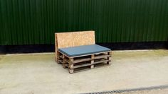 pallet reclaimed wood seating/bench