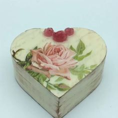 From a simple wooden box to a very pretty vintage handcraft! Wooden Box Crafts, Painted Wooden Boxes, Diy Resin Crafts, Wooden Diy, Handmade Wooden, Decoupage Tutorial, Decoupage Box, Decoupage Vintage, Vintage Diy