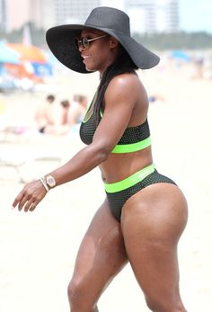 Serena Williams' Big Muscle Buns Has All of The Anacondas Wanting Some ~ RemyGlamNation