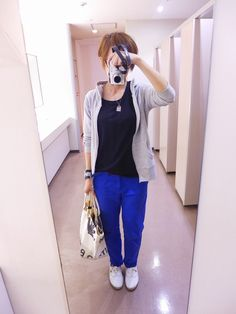 今日はブルーを活かしたコーディネート。  TシャツとパンツはGAP。パーカーniko and...