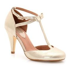 No look is complete without a pair of high heels, in a range of colours and styles you'll quickly find a pair for any outfit at La Redoute. Knee High Boots, High Heels, Shoes Heels, Pumps, Bridal Shoes, Wedding Shoes, Boho Wedding, Wedding Dresses, Mademoiselle R