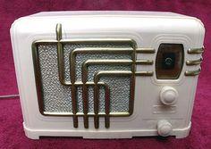 Fada radio in Plaskon (melamine), circa 1936. PlasticLiving.com