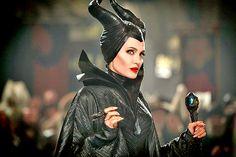 """A Disney confirmou oficialmente o filme """"Malévola 2"""" com Angelina Jolie no papel da vilã. Além dessa notícia, os estúdios aproveitaram para divulgar mais 8 live-actions."""