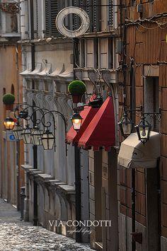 Via Condotti, Campo Marzio, Rome, Italy.  Photo: Sigfrid Lopez via Flickr.