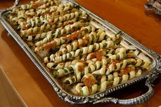 Puff Pastry Wrapped Asparagus Makes 40 appetizers Read the original post here. Ingredients about 40 asparagus spears 1 package puff pastry, defrosted in the fridge for 24 hours oil in a spray bottl… Asparagus Appetizer, Baked Asparagus, Best Party Food, Le Diner, Roasted Vegetables, Veggies, Appetizer Recipes, Appetizer Ideas, Party Appetizers