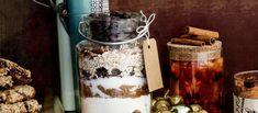 Pakkaa cookie-ainekset kauniiseen purkkiin ja anna lahjaksi, taikinaan lisätään vain 1 kananmuna ja 100 g sulatettua voita. N. 0,25€/annos. Diy Presents, Diy Gifts, Kitchen Appliances, Jar, Baking, Christmas, Anna, Food, Cakes
